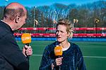 UTRECHT - ex international Carlien Dirkse van den Heuvel als analist, met bondscoach Alyson Annan (Ned) en John van Vliet voor Ziggo,    de Pro League hockeywedstrijd wedstrijd , Nederland-China (6-0) .  COPYRIGHT  KOEN SUYK