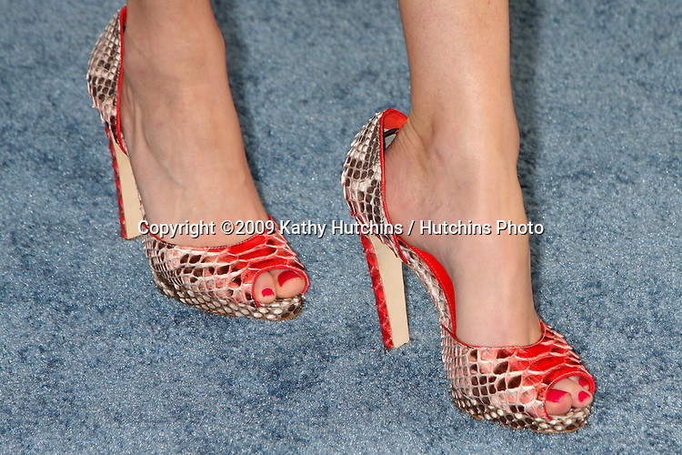 Elizabeth Banks   arriving  at the  Film Indpendent's  24th Annual Spirit Awards on the beach in Santa Monica, CA  on.February 21, 2009.©2009 Kathy Hutchins / Hutchins Photo...                .