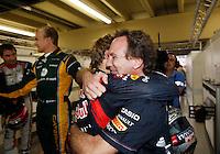 ATENCAO EDITOR: FOTO EMBARGADA PARA VEICULO INTERNACIONAL - SAO PAULO, SP 25 DE NOVEMBRO 2012 - FORMULA 1 GP BRASIL - O piloto alemao Sebastian Vettel e Christian Horner comemoram a conquista do tri campeonato durante o Grande Premio do Brasil de Formula 1, no autodromo de Interlagos, zona sul da capital, neste domingo.FOTO: PIXATHLON - BRAZIL PHOTO PRESS