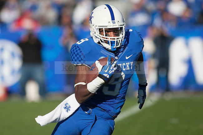 Kentucky Wildcats wide receiver Demarco Robinson (9) runs for yards during the second half of the University of Kentucky vs. Missouri University football game at Commonwealth Stadium in Lexington, Ky., on Saturday, November 9, 2013. Missouri defeated Kentucky 48-17. Photo by Michael Reaves | Staff