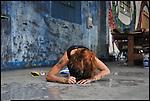 NESPOON al lavoro sui muri di BUNKER, il nuovo progetto di Urbe nell'ex stabilimento SICMA Torino. Settembre 2012