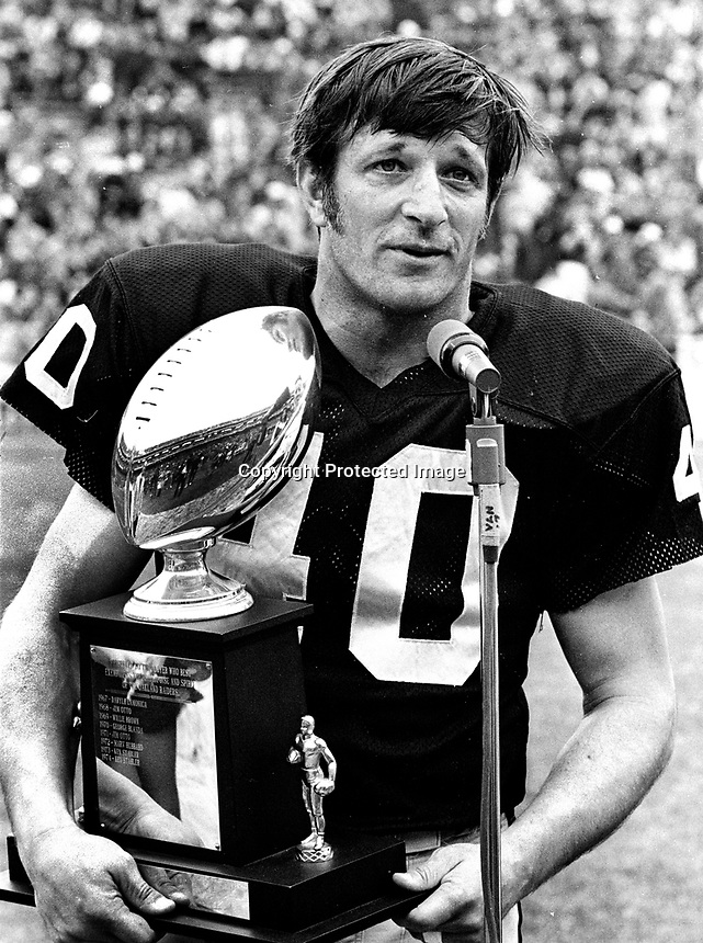 Oakland Raider Pete Banaszak holding award..1975<br />