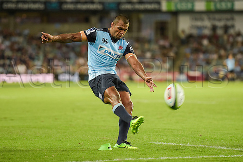 27.02.2016.  Sydney, Australia. Super Rugby. NSW Waratahs versus Queensland Reds. Waratahs centre Kurtley Beale converts the try. The Waratahs won 30-10.