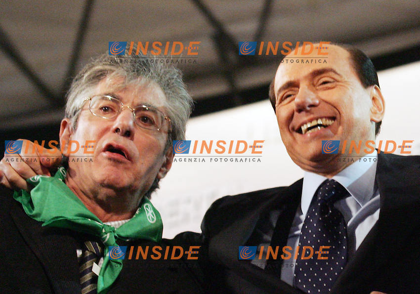 Roma, 02/12/2006<br /> Piazza San Giovanni, &quot;Manifestazione per la libert&agrave;: contro il Governo delle tasse e delle falsit&agrave;&quot;<br /> Intervengono, fra gli altri: Silvio Berlusconi (Forza Italia), Gianfranco Fini (Alleanza Nazionale) e Umberto Bossi (Lega Nord).<br /> Nella foto: Umberto Bossi e Silvio Berlusconi<br /> Antonietta Baldassarre Inside
