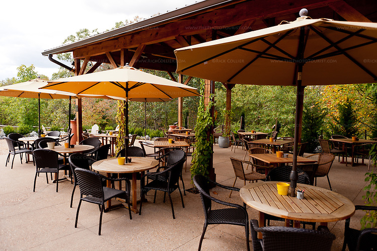 Vintage Ridge Vineyards has plentiful outdoors seating on a spacious patio, part of which is covered against inclement weather.