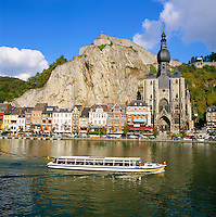 Belgium, Wallonia, Ardennes, Dinant: town with Citadel and Collegiate Church across River Meuse   Belgien, Wallonien, Ardennen, Dinant: Stadt an der Maas mit Kathedrale und darueber liegender Burg