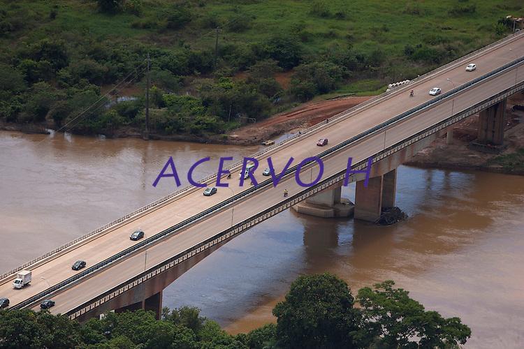 Ponte  sobre o rio Itacaiúnas.<br /> Velha Marabá, cidade nova e nova Marabá, além de loteamentos na Transamazônica, pontes sobre os rios Tocantins e Itacaiunas, principais avenidas VP8, empresas.<br /> Marabá, Pará, Brasil.<br /> 20/05/2011