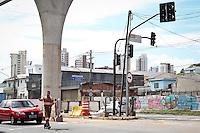 SAO PAULO, SP, 11 MARÇO 2013 - SEMAFOROS APAGADOS. Varios semaforos da Av Luiz Inacio de A. Melo na V. Prudente estao apagados depois da forte chuva do ultimo sabado (09).FOTO ALE VIANNA - BRAZIL PHOTO PRESS.