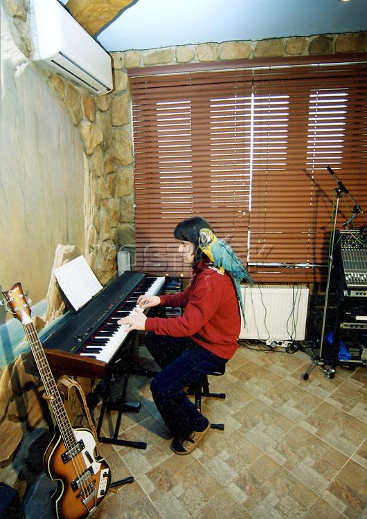 Evgeny Osin - russian singer, musician and songwriter. / Евгений Викторович Осин -   российский певец, музыкант, автор песен.