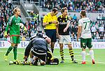 ***BETALBILD***  <br /> Stockholm 2015-09-27 Fotboll Allsvenskan Hammarby IF - AIK :  <br /> AIK:s Nils-Eric Johansson diskuterar medHammarbys Mats Solheim efter att Noah Sonko Sundberg har skadat sig under den f&ouml;rsta halvleken av matchen mellan Hammarby IF och AIK <br /> (Foto: Kenta J&ouml;nsson) Nyckelord:  Fotboll Allsvenskan Tele2 Arena Hammarby HIF Bajen AIK Derby skada skadan ont sm&auml;rta injury pain domare referee ref diskutera argumentera diskussion argumentation argument discuss
