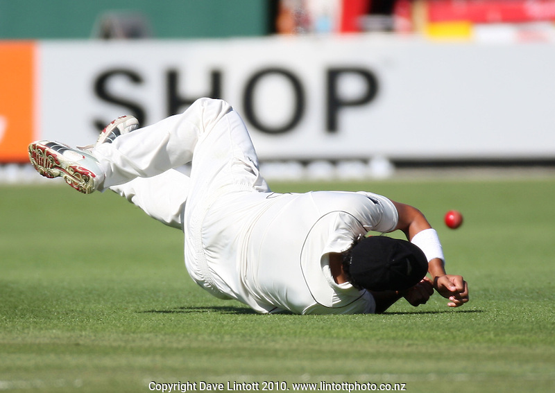 NZ fielder Daryl Tuffey dives in vain during day two of the 1st cricket test match between the New Zealand Black Caps v Australia, day two at the Basin Reserve, Wellington, New Zealand on Saturday, 20 March 2010. Photo: Dave Lintott / lintottphoto.co.nz