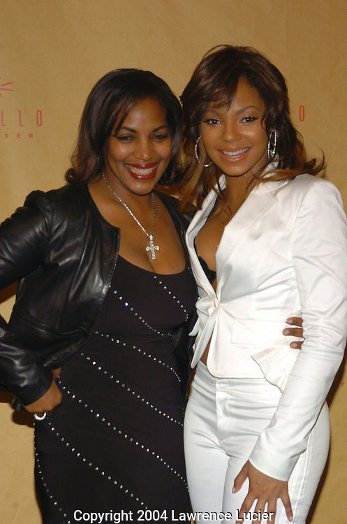Ashanti (R) and her mother