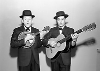 Les Jerolas - Jean Lapointe et Jerome Lemay<br /> <br /> le 18 février 1960<br /> <br /> Photographe : Lefaivre & Desroches<br /> - Agence Quebec Presse