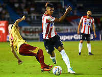 BARRANQUILLA - COLOMBIA - 15 - 11 - 2017: Jesus David Murillo (Der.) jugador de Atletico Junior disputa el balón con Denis Gomez (Izq.) jugador de Rionegro Aguilas durante partido de la fecha 18 entre Atletico Junior y Rionegro Aguilas por la Liga Aguila II - 2017, jugado en el estadio Metropolitano Roberto Melendez de la ciudad de Barranquilla. / Jesus David Murillo (R) player of Atletico Junior vies for the ball with Denis Gomez (L) player of Rionegro Aguilas during a match of the date 18th between Atletico Junior and Rionegro Aguilas for the Liga Aguila II - 2017 at the Metropolitano Roberto Melendez Stadium in Barranquilla city, Photo: VizzorImage  / Alfonso Cervantes / Cont.