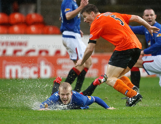 Steven Naismith tripped by Darren Dods
