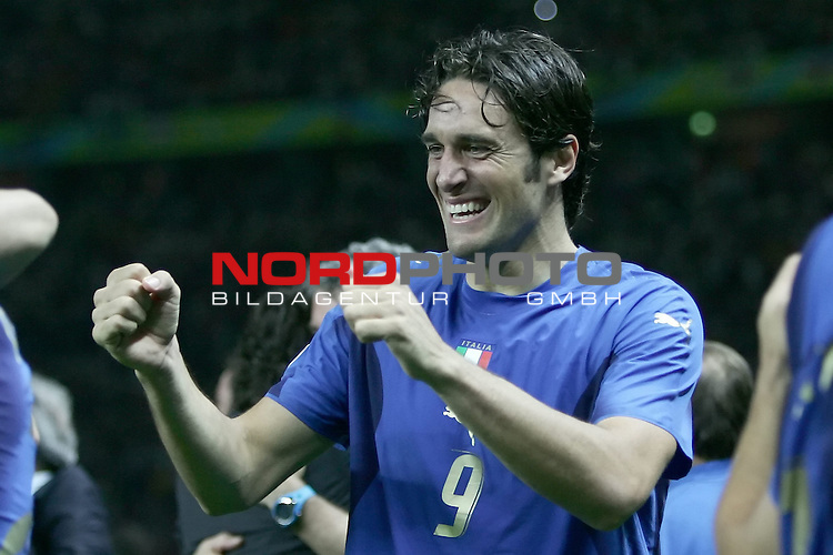 FIFA WM 2006 - Final / Finale<br /> Play #64 (09-Jul) - Italy vs France.<br /> <br /> TONI Luca<br /> <br /> Italy is World Champion / Weltmeister 2006 mit dem Pokal / Trophy after the match of the World Cup in Berlin.<br /> <br /> <br /> Foto &copy; nordphoto