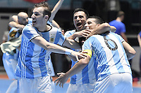 CALI -COLOMBIA-01-10-2016: Jugadores de Argentina celebran el título como campeones después del encuentro entre Rusia y Argentina por la final de la Copa Mundial de Futsal de la FIFA Colombia 2016 jugado en el Coliseo del Pueblo en Cali, Colombia. / Players of Argentina celebrate as champions after the match between Rusia and Argentina for the final of the FIFA Futsal World Cup Colombia 2016 played at Metropolitan Coliseo del Pueblo in Cali, Colombia. Photo: VizzorImage/ Gabriel Aponte / Staff