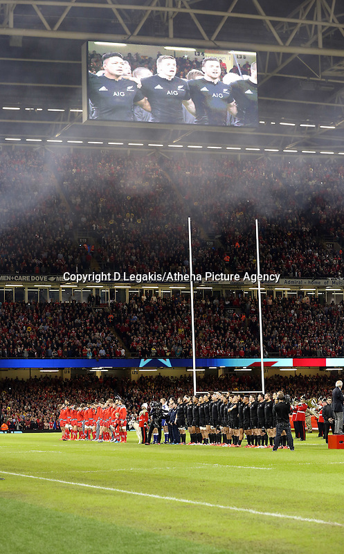 Pictured: Wales (L) and New Zealand (R) players line up for their national anthems Saturday 22 November 2014<br />