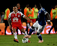 BOGOTÁ - COLOMBIA, 15-01-2019: Luis Seijas (Izq.) jugador de Independiente Santa Fe disputa el balón con Felipe Román (Der.) jugador de Millonarios, durante partido Independiente Santa Fe y Millonarios, por el Torneo Fox Sports 2019, jugado en el estadio Nemesio Camacho El Campin de la ciudad de Bogotá. / Luis Seijas (L) player of Independiente Santa Fe vies for the ball with Felipe Roman (R) player of Millonarios  during a match between Independiente Santa Fe and Millonarios, for the Fox Sports Tournament 2019, played at the Nemesio Camacho El Campin stadium in the city of Bogota. Photo: VizzorImage / Luis Ramírez / Staff.