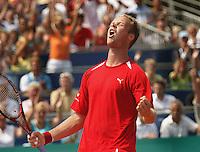 17-07-2004, Amersfoort, Tennis ,Priority Dutch Open,Martin Verkerk in extase na zijn overwinning op Massu