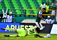 PALMIRA - COLOMBIA, 23-09-2018: José Sand (Der.) jugador de Deportivo Cali disputa el balón con Álvaro Montero (Izq.) guardameta de Deportes Tolima, durante partido de la fecha 11 entre Deportivo Cali y Deportes Tolima, por la Liga Aguila II 2018, jugado en el estadio Deportivo Cali (Palmaseca) de la ciudad de Cali. / Jose Sand (R) player of Deportivo Cali vies for the ball with Alvaro Montero (L) goalkeeper of Deportes Tolima, during a match of the date 11th between Deportivo Cali and Deportes Tolima, for the Liga Aguila II 2018 at the Deportivo Cali (Palmaseca) stadium in Cali city. Photo: VizzorImage  / Nelson Rios / Cont.