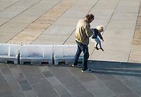 Nederland, Den Haag, 25 sept 2013<br /> Opa helpt kleinzoon van barrier af te springen op de boulevard van Scheveningen. <br /> <br /> Foto(c): Michiel Wijnbergh