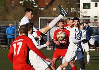 Nihad Nedzibovic (Büttelborn) verpasst es zu klären vor dem 3:4 - 25.02.2018: SKV Büttelborn vs. SV Unter-Flockenbach, Gruppenliga Darmstadt