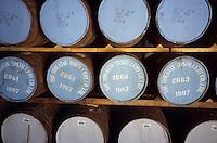Europe/Grande-Bretagne/Ecosse/Moray/Speyside/Keith : Distillerie Strathisia Whisky Chivas - Maturation du distillat dans des fûts de chêne