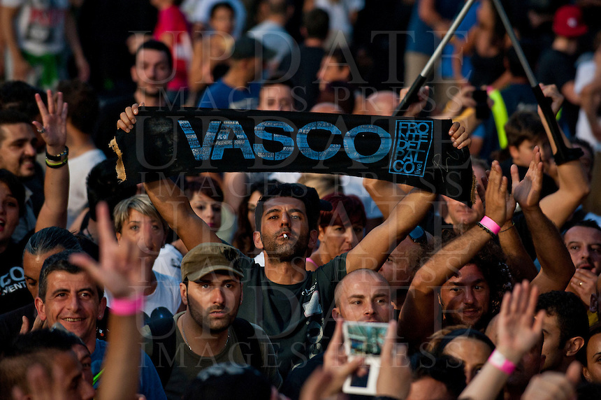 Fans al concerto di Vasco Rossi allo Stadio Olimpico, Roma, 25 giugno 2014.<br /> UPDATE IMAGES PRESS/Barbara Amendola