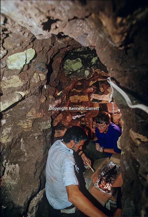 Copan, Maya, Rosalila Temple, Ricardo Agurcia, Honduras, flint, Eccentric Flint, mm6000