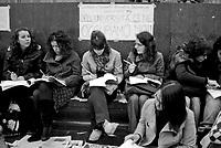 milano, studenti e professori universitari tengono lezione in piazza duomo per protesta contro la riforma dell'istruzione  --- milan, students and professors have class in duomo square as protest against the school reform