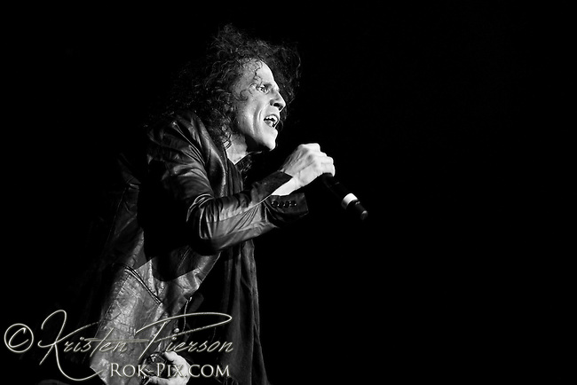 Extreme perform at Mohegan Sun January 16, 2015. Pornograffitti 25th Anniversary Tour.