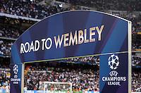 FUSSBALL  CHAMPIONS LEAGUE  HALBFINALE  RUECKSPIEL  2012/2013      Real Madrid  - Borussia Dortmund              30.04.2013 Eingangstor zum Spielfeld im Santiago Bernabeu Stadion mit der Aufschrift; Road to Wembley