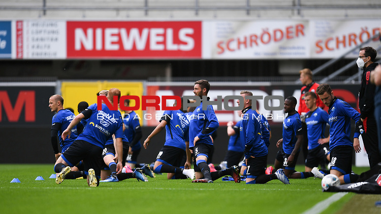 Team SC Paderborn beim Warmmachen.<br />