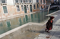 Acqua alta a Rio San Barnaba, Venezia<br /> High water scene in Rio San Barnaba, Venice.<br /> UPDATE IMAGES PRESS/Riccardo De Luca