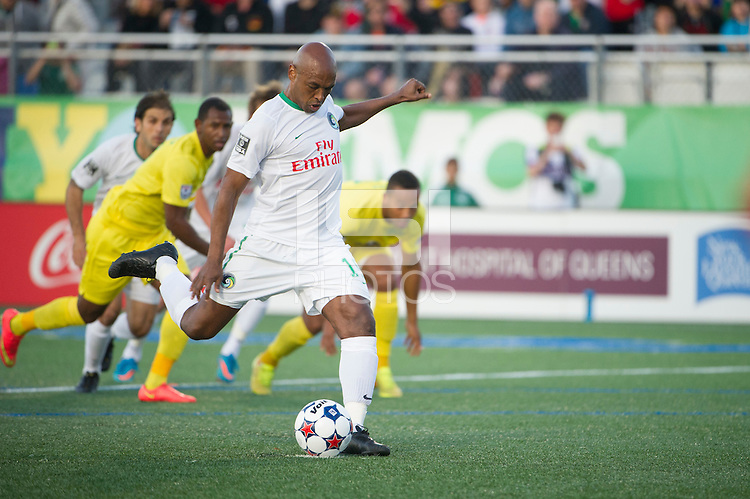 HEMPSTEAD, NY - Saturday, April 18, 2015: The New York Cosmos defeat the Tampa Bay Rowdies 2-0 at home in front of a sellout crowd of 12,550 people at the James M. Shuart Stadium at Hofstra University in Long Island, New York.