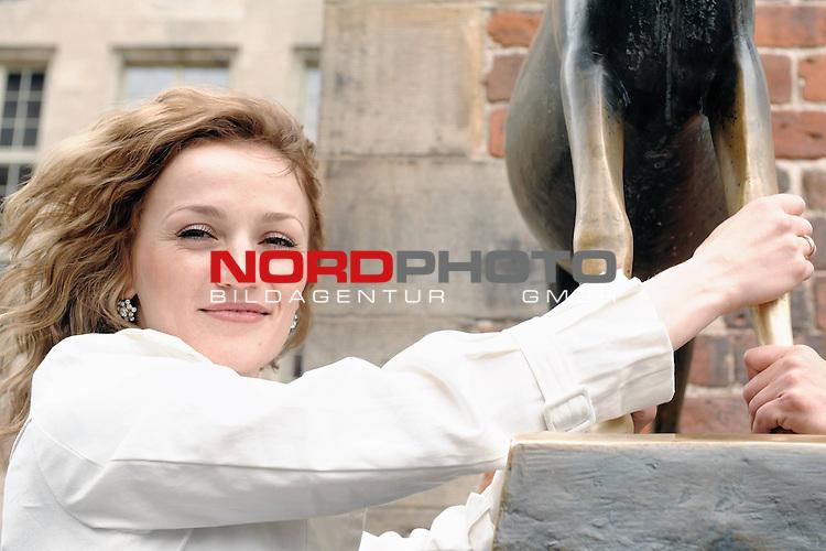 Universum Champions Night - Pressekonferenz / Press Conference  AUTOHAUS BRANDT - Bremen 27.04.2009<br /> <br /> WIBF- und WBC-Federgewichts-Weltmeisterin Ina Menzer GER )  gegen Franchesca &bdquo;The chosen one&ldquo; Alcanter ( USA )<br /> <br /> Ina MENZER ( WIBF- und WBC-Federgewichts-Weltmeisterin - GER )  <br /> <br /> Foto &copy; nph (  nordphoto  )