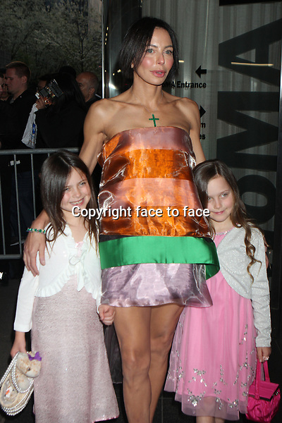 "Lisa Falcone with daughters Carlina and Liliana arriving at a screening of ""Mud"" at The Museum of Modern Art in New York, 22.04.2013. ..Credit: Rolf Mueller/face to face"