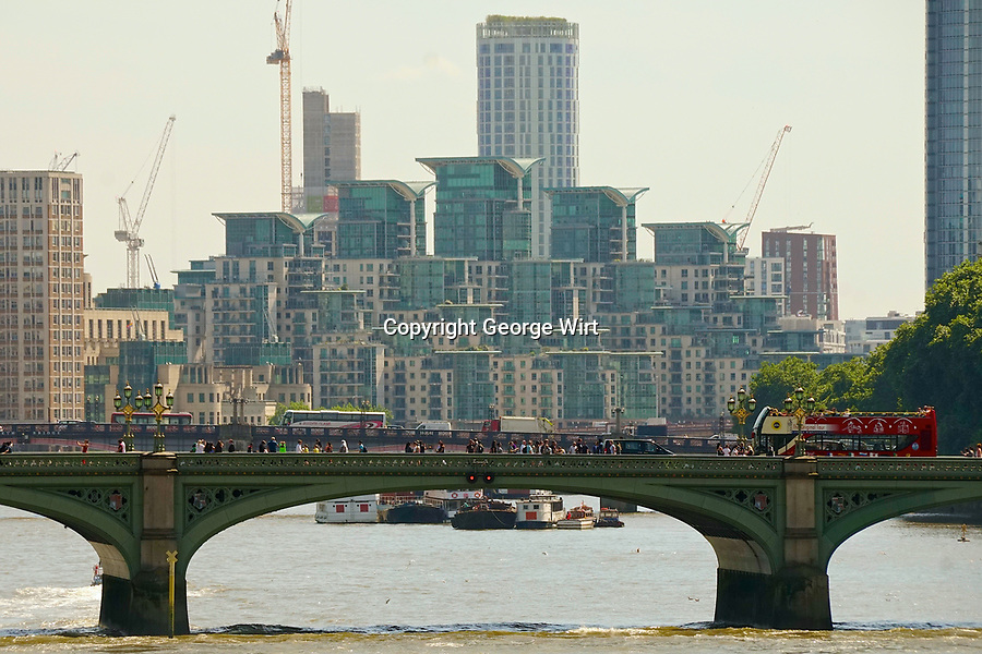 London Landmarks London, the most populous city of England and one of the capital cities of Europe, is the site of scores of historic sites and many modern structures.