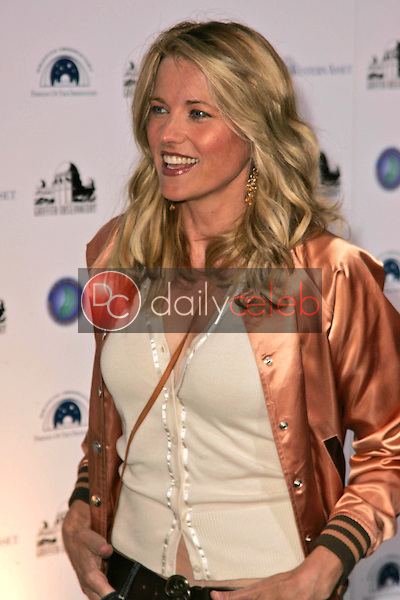 Lucy Lawless<br />at the Griffith Observatory Re-Opening Galactic Gala. Griffith Observatory, Los Angeles, CA. 10-29-06<br />Dave Edwards/DailyCeleb.com 818-249-4998
