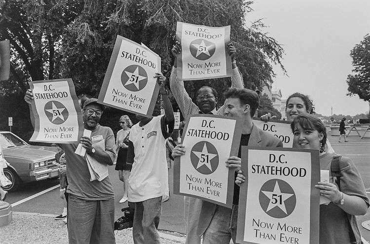 DC Statehood protestors block traffic on Independence Avenue, near Longworth, on Oct. 04, 1993. (Photo by Laura Patterson/CQ Roll Call via Getty Images)