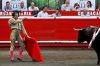 MANIZALES-COLOMBIA. 06-01-2016: Ivan Fandiño, lidiando a Lucitano de 454kg de la ganadería Mondoñedo durante la segunda corrida como parte de la versión número 60 de La Feria de Manizales 2016 que se lleva a cabo entre el 2 y el 10 de enero de 2016 en la ciudad de Manizales, Colombia. / The bullfighter Ivan Fandiño, struggling to Lucitano de 454kg during the second bullfight as part of the 60th version of Manizales Fair 2016 takes place between 2 and 10 January 2016 in the city of Manizales, Colombia. Photo: VizzorImage / Santiago Osorio / Cont