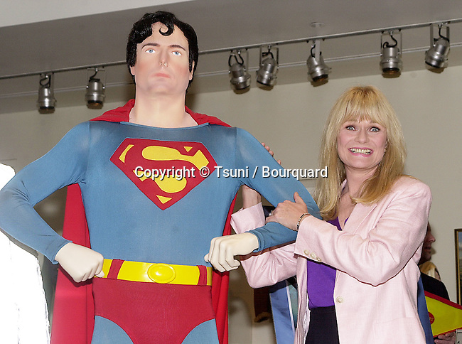 Valerie Perrine posing  at the release on DVD of  Superman the Movie  during a ceremony at the Superman exhibit in Warner Studio Lot in Los Angeles  5/1/2001  © Tsuni          -            PerrineValerie_Superman01.jpg