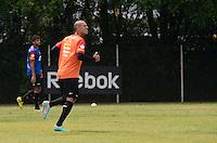 ATENÇÃO EDITOR: FOTO EMBARGADA PARA VEÍCULOS INTERNACIONAIS. SAO PAULO, 16 DE OUTUBRO DE 2012 - TREINO SAO PAULO - O jogador Luis Fabiano durante treino do Sao Paulo, no CT do clube, na Barra Funda, na manha desta terca feira, 16. FOTO: ALEXANDRE MOREIRA - BRAZIL PHOTO PREES