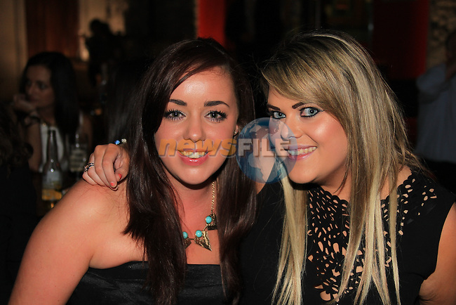 Leanne corduff<br /> Emily Carroll<br /> in cairns<br /> Picture:  Fran Caffrey / www.newsfile.ie