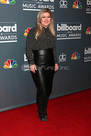 LOS ANGELES - MAY 17:  Kelly Clarkson at the 2018 Billboard Music Awards Host Photo Call at Universal Studios on May 17, 2018 in Universal City, CA Credit: David Edwards/MediaPunch