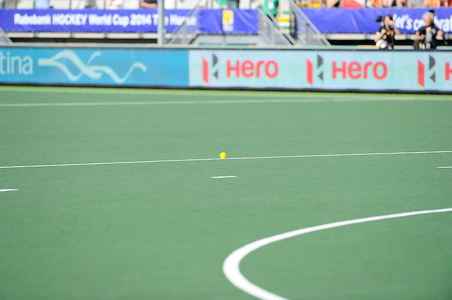 The Hague, Netherlands, June 12: Before the shoot-out during the field hockey semi-final match (Women) between USA and Australia on June 12, 2014 during the World Cup 2014 at Kyocera Stadium in The Hague, Netherlands. Final score after full time 2-2 (0-1). Score after shoot-out 1-3. (Photo by Dirk Markgraf / www.265-images.com) *** Local caption ***
