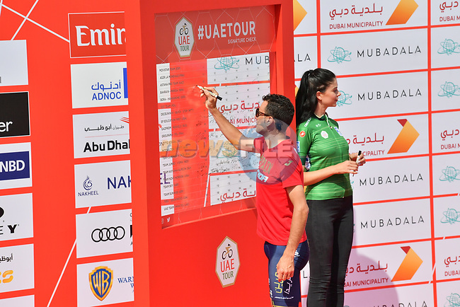 Vincenzo Nibali (ITA) Bahrain-Merida signs on before the start of Stage 4 of the 2019 UAE Tour, running 197km form The Pointe Palm Jumeirah to Hatta Dam, Dubai, United Arab Emirates. 26th February 2019.<br /> Picture: LaPresse/Massimo Paolone | Cyclefile<br /> <br /> <br /> All photos usage must carry mandatory copyright credit (© Cyclefile | LaPresse/Massimo Paolone)