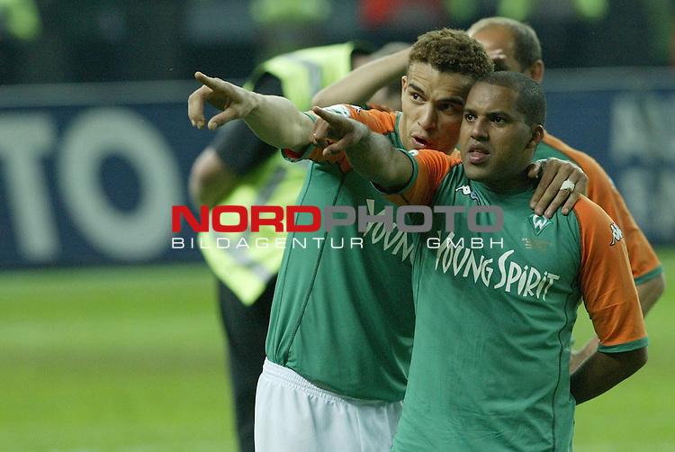 DFB Pokal 2003/2004 - Finale <br /> Werder Bremen vs. Alemannia Aachen 3:2<br />  Valerien Ismael und Toni Ailton<br /> Foto &copy; nordphoto <br />  *** Local Caption *** Foto ist honorarpflichtig! zzgl. gesetzl. MwSt.<br />  Belegexemplar erforderlich<br /> Adresse: nordphoto<br /> Georg-Reinke-Strasse 1<br /> 49377 Vechta