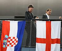 Bundestrainer Joachim Loew (Deutschland Germany) bei den Flaggen von England und Paraguay - 15.05.2018: Vorläufige WM-Kaderbekanntgabe, Deutsches Fußballmuseum Dortmund